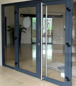 Алюминиевые двери в Донецке